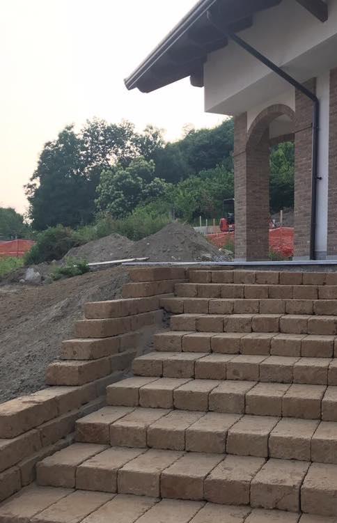 Ferro - edilizia - costruzioni - blocco di tufo
